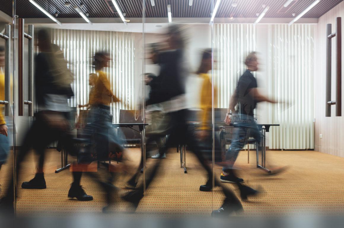 Koronawirus w pracy – wszystko, co warto wiedzieć